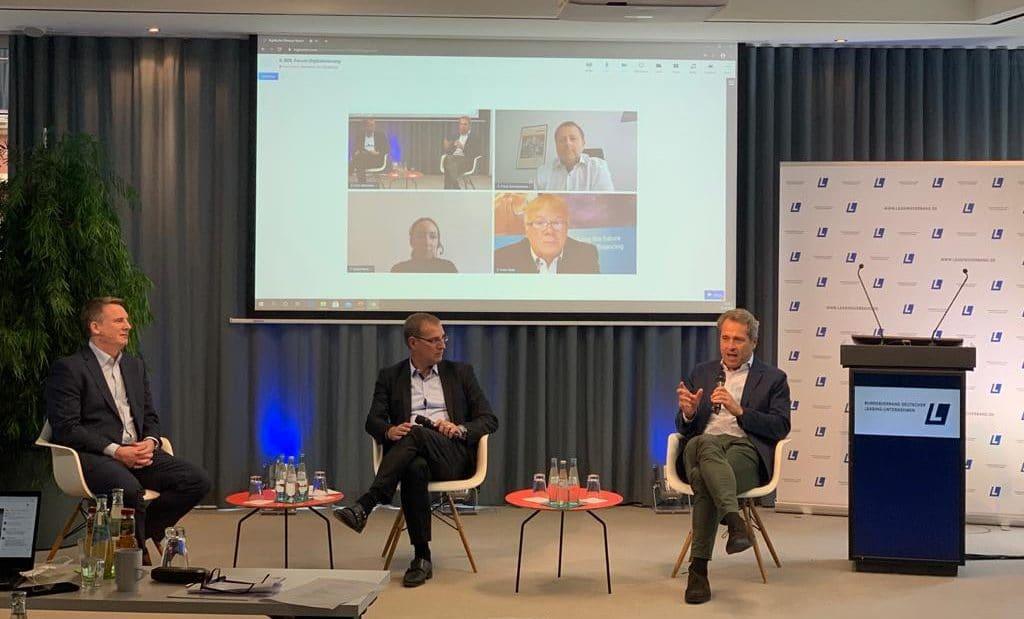 Uwe Michler und Lisa-Marei Keding beim Panel rundum Pay-per-Use und Leasing